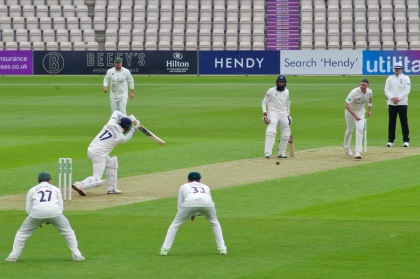 Northeast & Amla v Worcs 2018.jpg